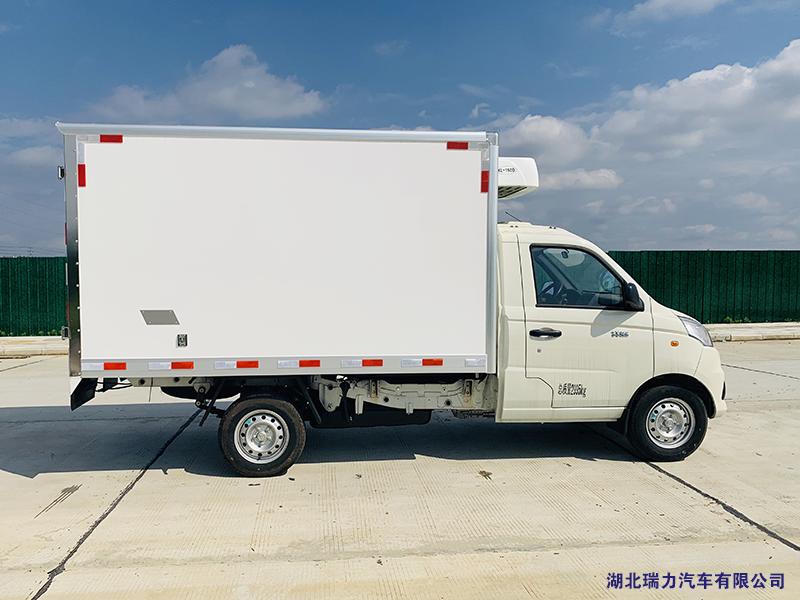 福田祥菱冷藏车06.png